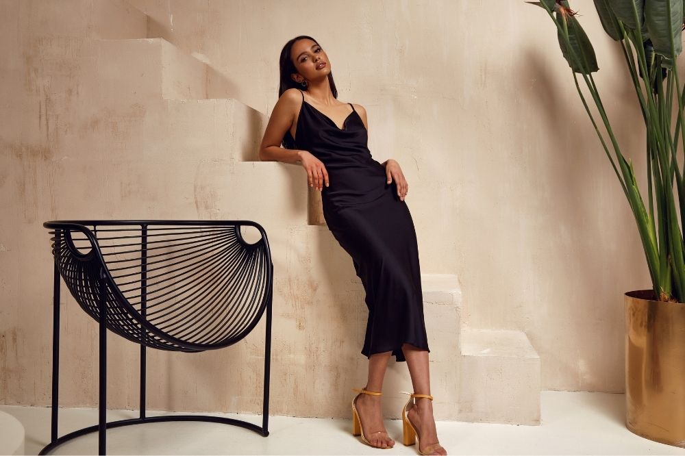 sukienka w stylu Chanel to idealny wybór na imprezę i wesele