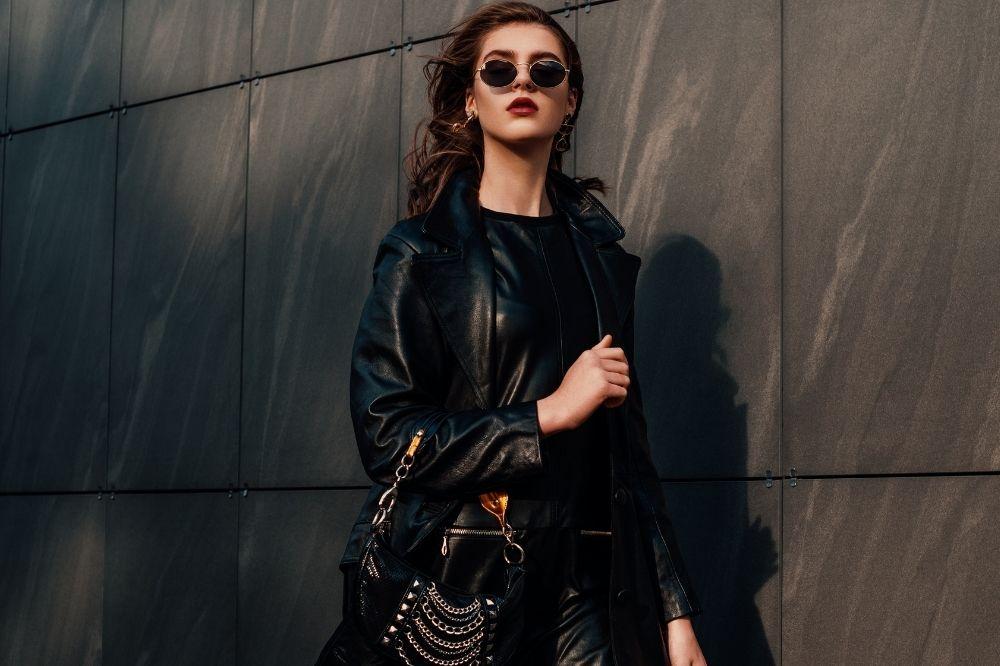 sukienka w stylu Chanel pasuje doskonale do biurowych stylizacji