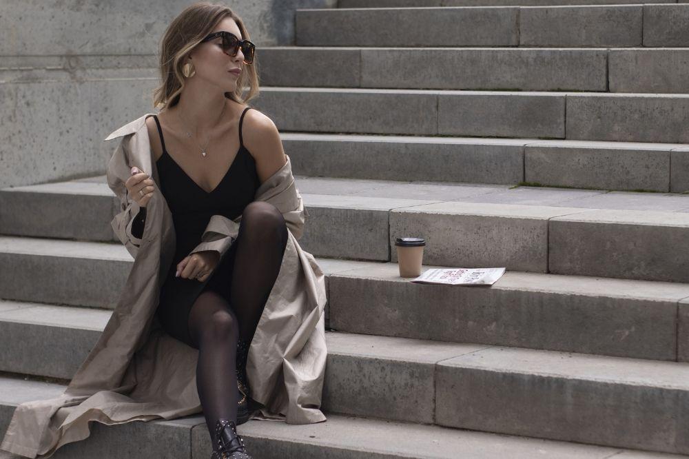 Sukienka w stylu Chanel i trencz to duet idealny