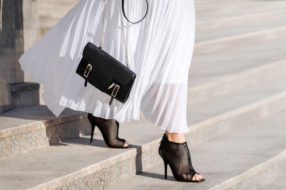 Czarna torebka na wesele to ponadczasowy klasyk w modzie