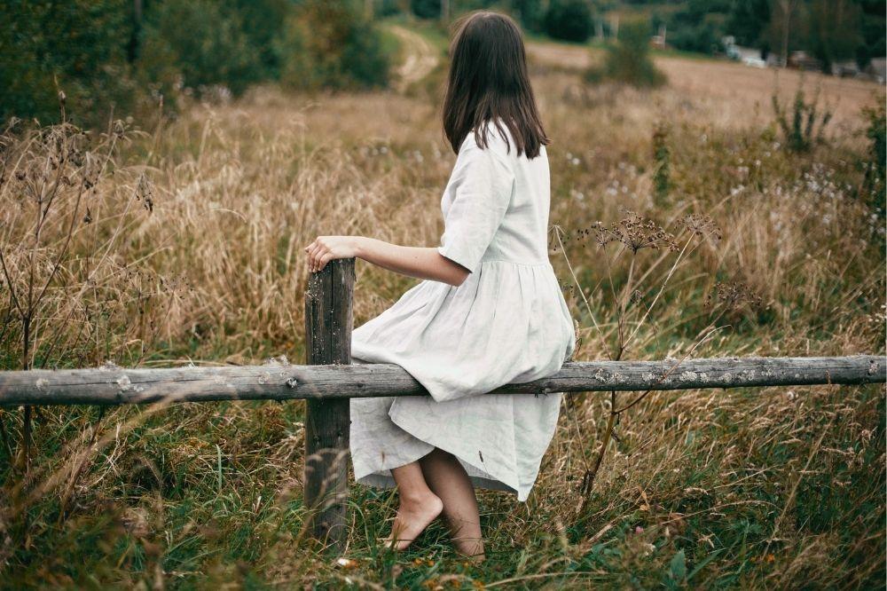 Sukienki z lnu są przewiewne, wygodne i bardzo modne
