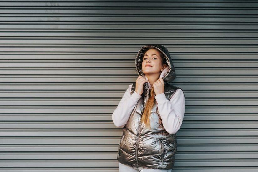 pikowana kamizelka damska idealnie dopełnia stylizacje codzienne i sportowe
