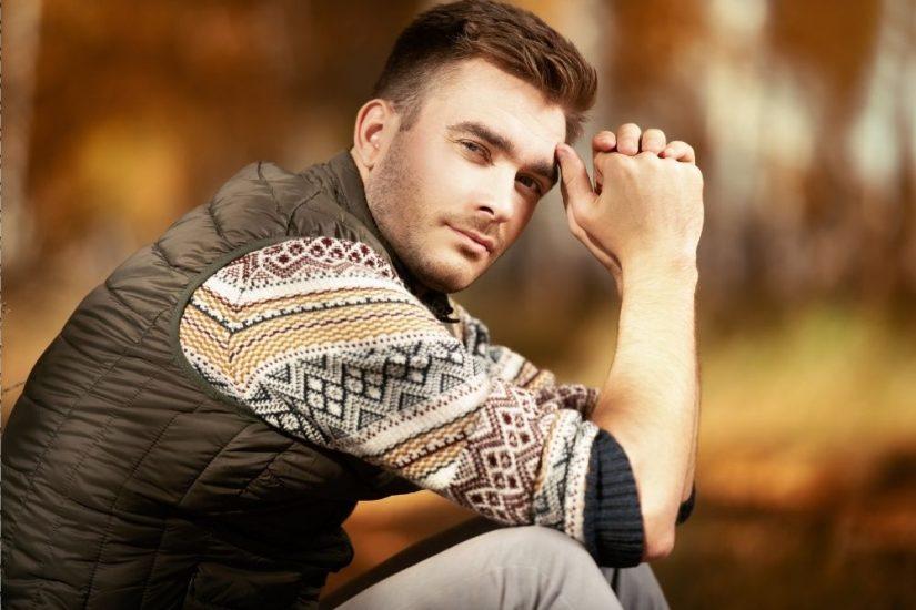 Pikowana kamizelka męska dopełni stylizacje sportowe, casualowe, a nawet eleganckie