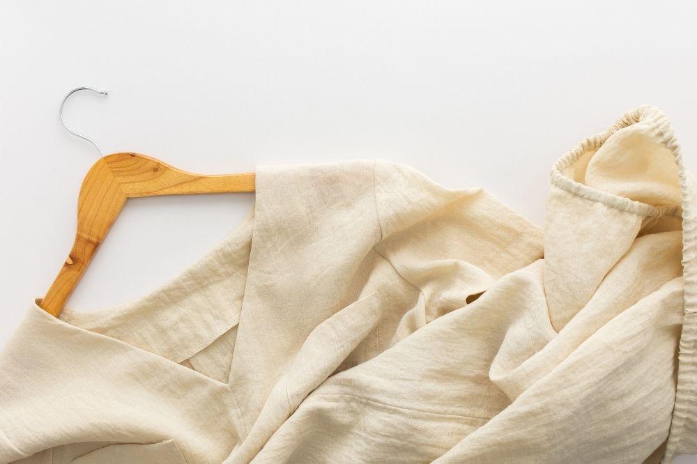 sukienki z lnu są bardzo łatwe w pielęgnacji i czyszczeniu