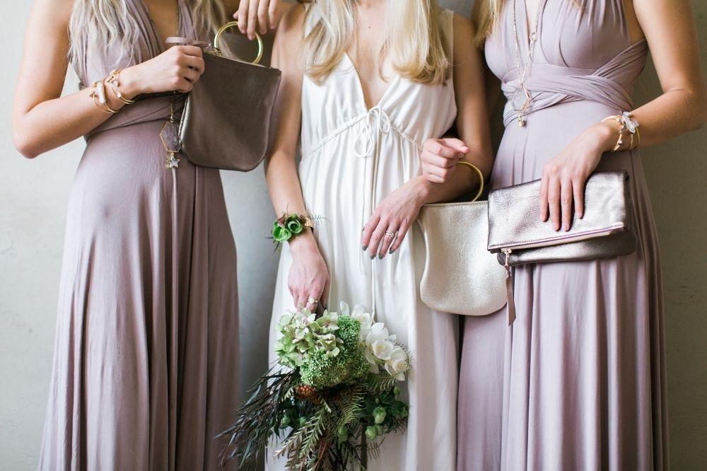 Torebki na wesele warto dopasowywać nie tylko do sukienki, ale także do butów