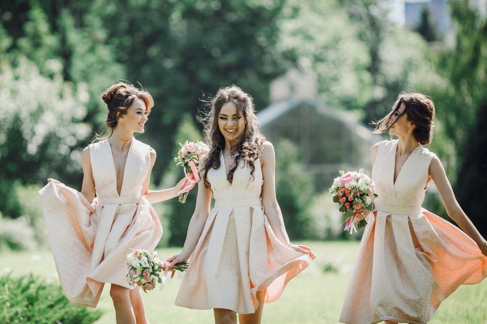 Sukienki na wesele zgodne z obowiązującym dress codem