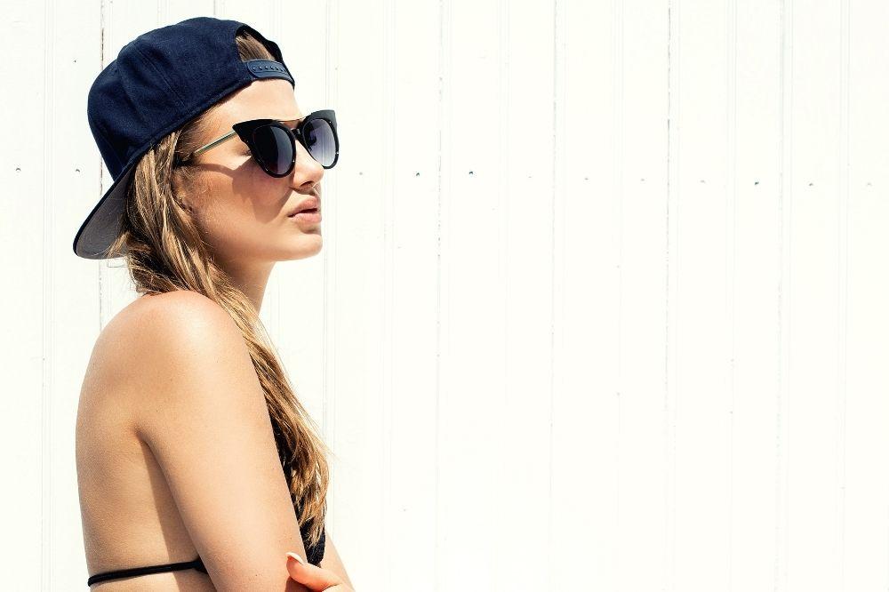 czapki fullcap pasują do letnich stylizacji sportowych i streetwearowych