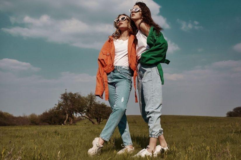 Najmodniejsze fasony jeansów damskich