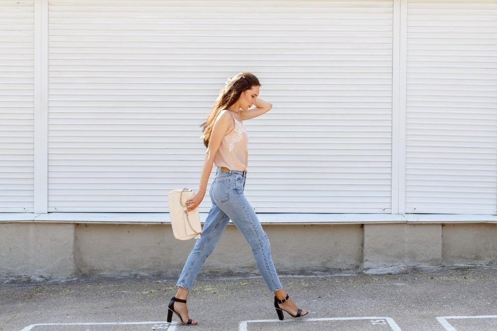 Proste jeansy damskie to klasyk w świecie mody