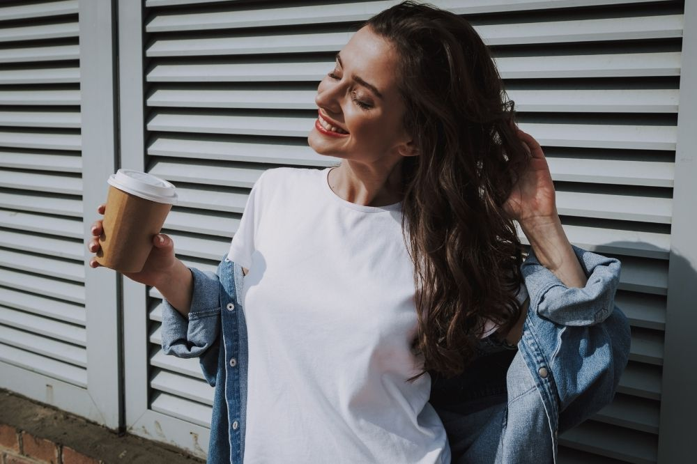 Tanie koszulki damskie są dostępne we wszystkich kolorach tęczy i wzorach