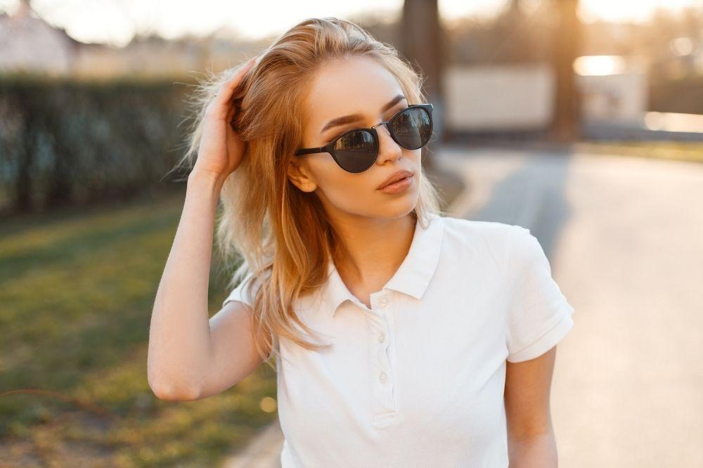 Tanie koszulki polo to damskie połączenie elegancji i sportowego charakteru