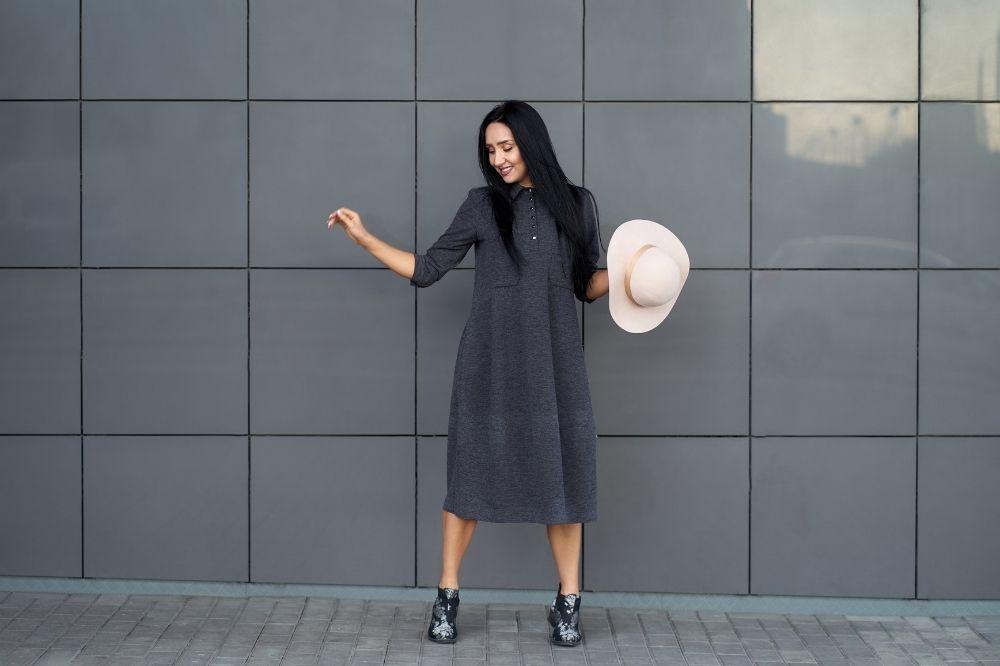Jak wyszczuplić uda? Znakomitym pomysłem jest oversizowa sukienka!