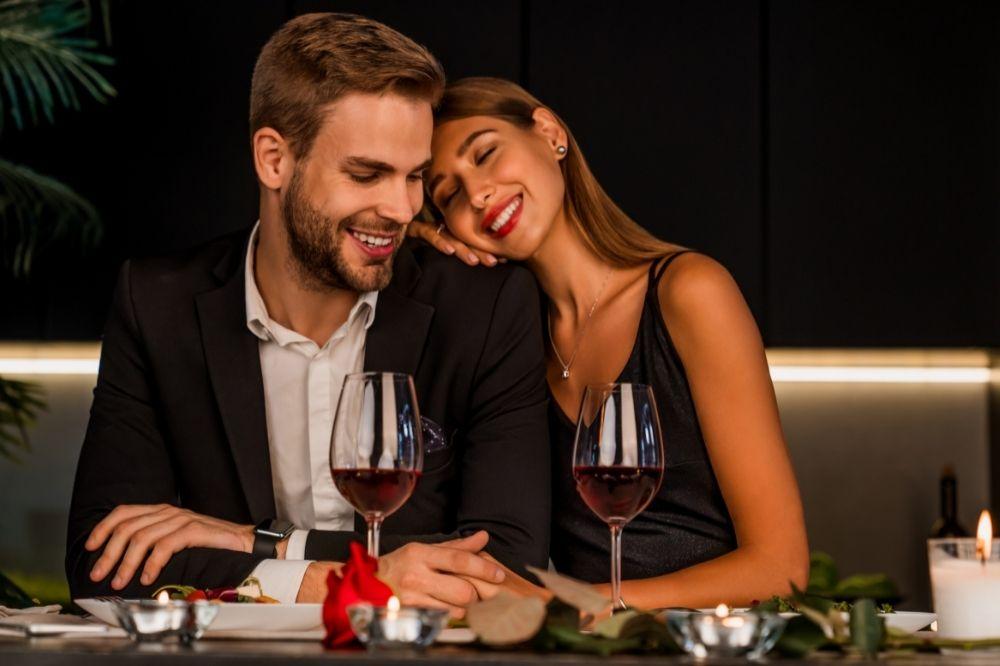 jak ubrać się na randkę w restauracji