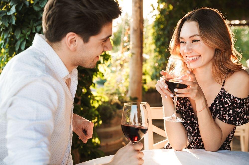 w trakcie kompletowania stroju na randkę warto pamiętać o kilku zasadach