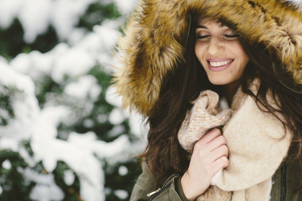 Sportowy płaszcz z futerkiem to idealny wybór na co dzień