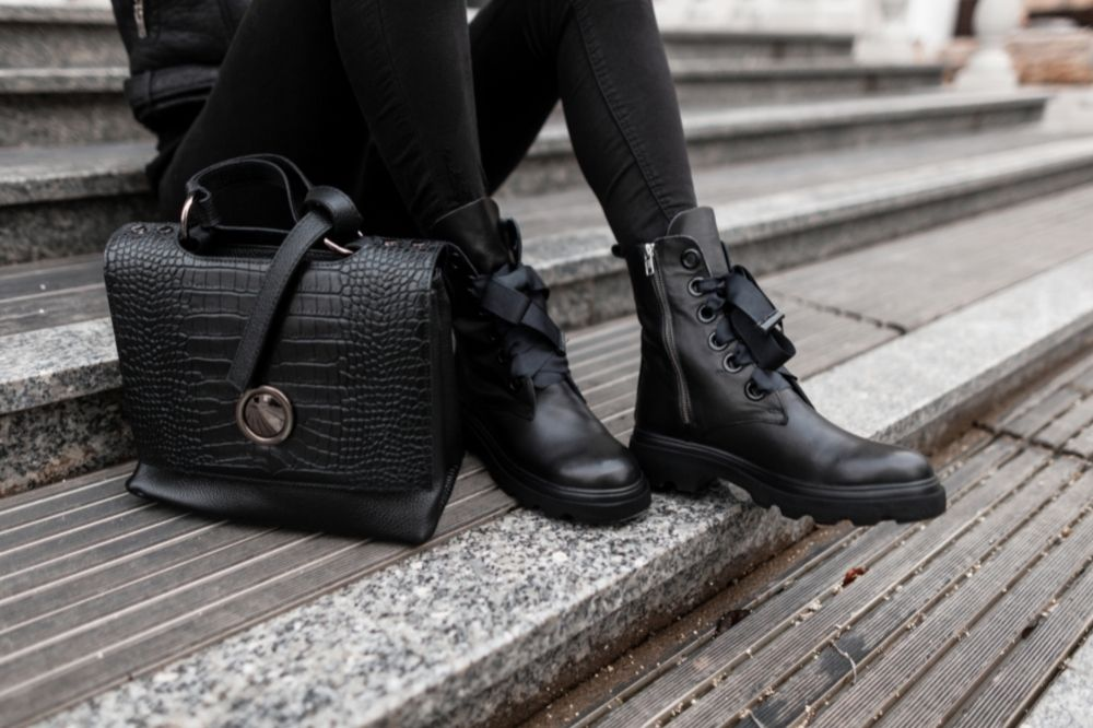 [Buty damskie – jesień-zima 2021/2022] Trapery i sznurowane botki to stylowy sposób na wygodę na każdym kroku