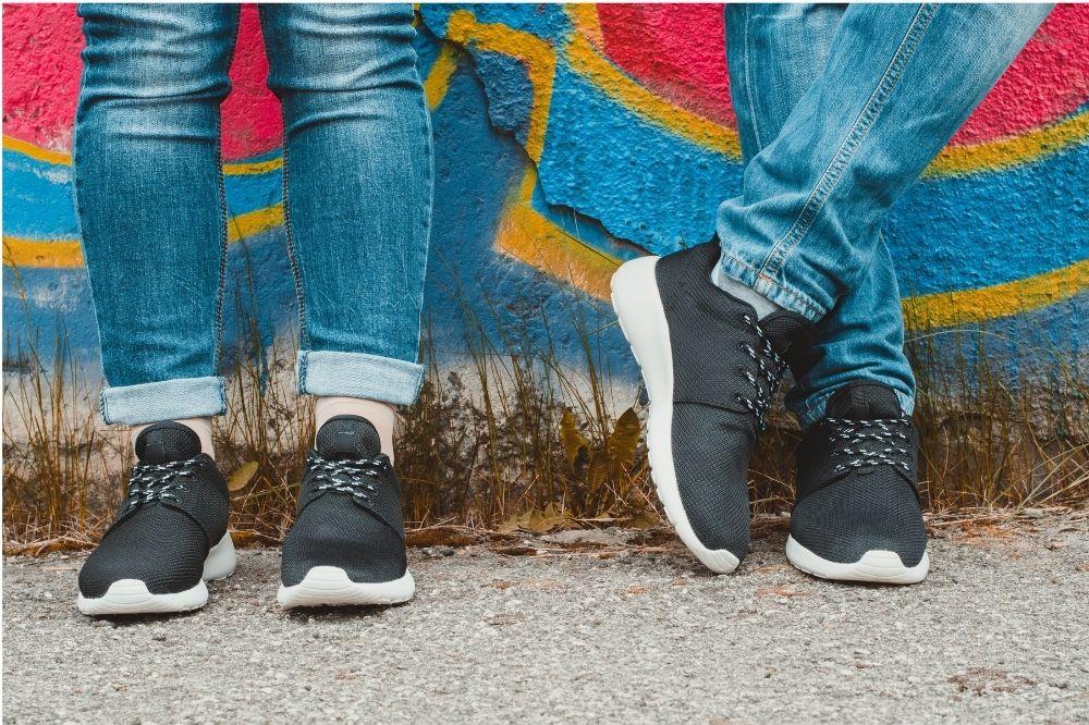 Tanie sneakersy czarne