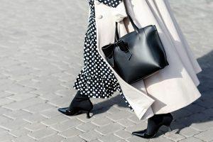 Czarno-białe stylizacje damskie