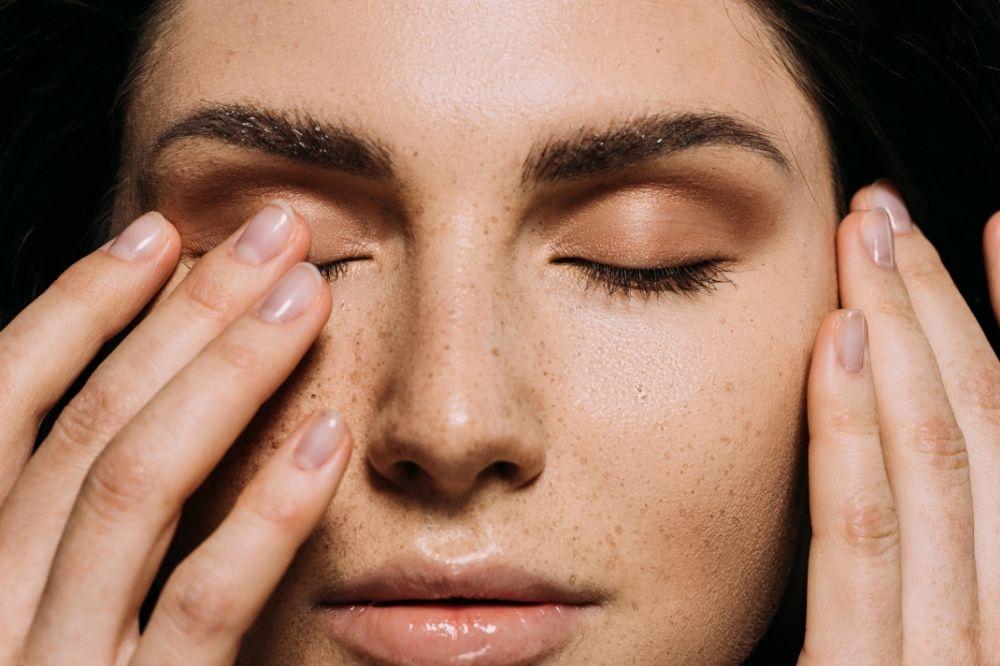 Prawidłowy demakijaż i oczyszczanie skóry to podstawa