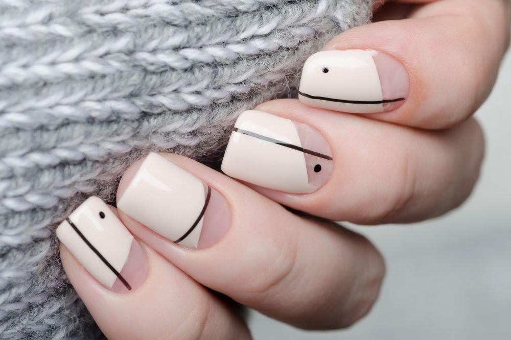 Geometryczny manicure na jesień 2021