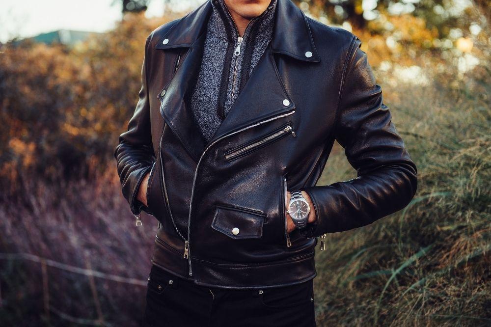 moda męska jesień-zima 2021/2022: skórzana kurtka to idealny wybór na deszczowe dni