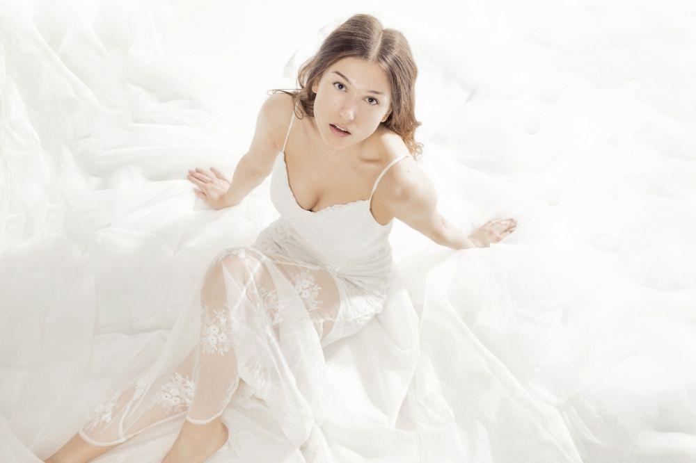 Białe sukienki na poprawiny dla panny młodej