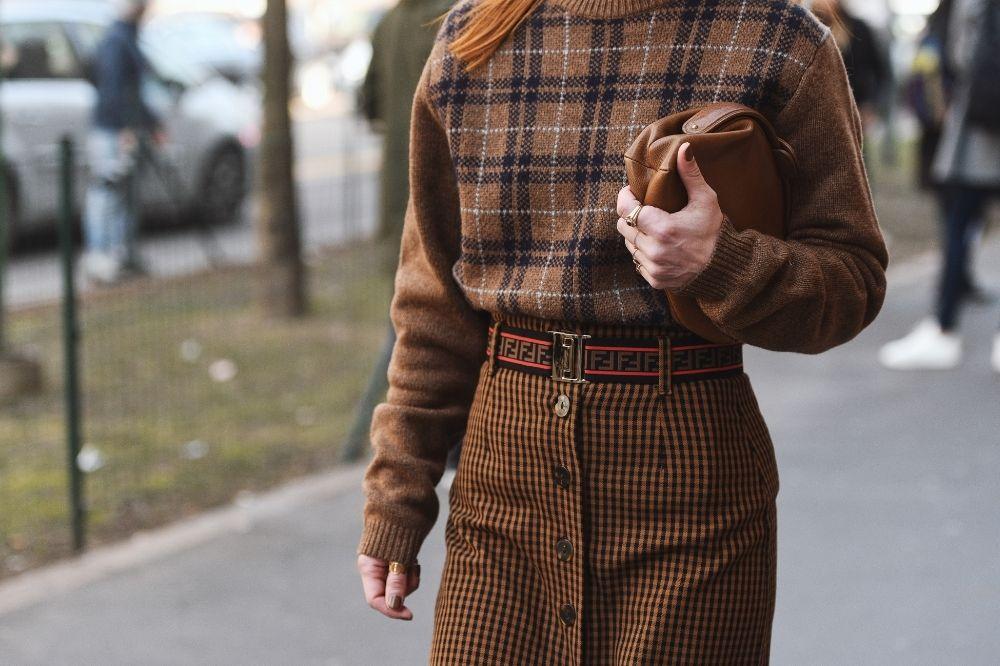 Modne swetry damskie – przegląd trendów na jesień 2021
